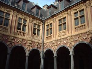 France-Lille-VieilleBourse-Cloitre